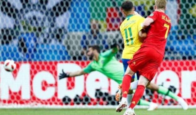 Kevin De Bruyne anotando ante Brasil en Kazán