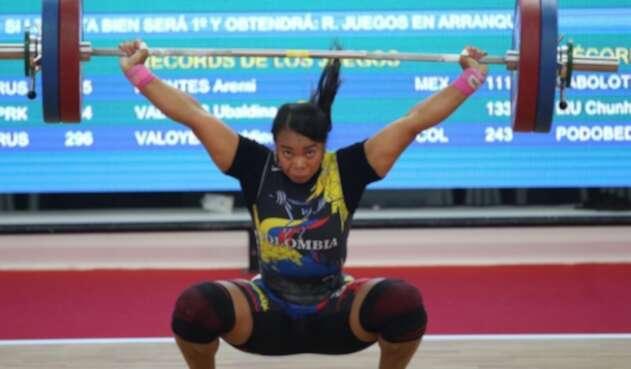 Leidy Solís bate récord y se cuelga el oro en envión 75kg