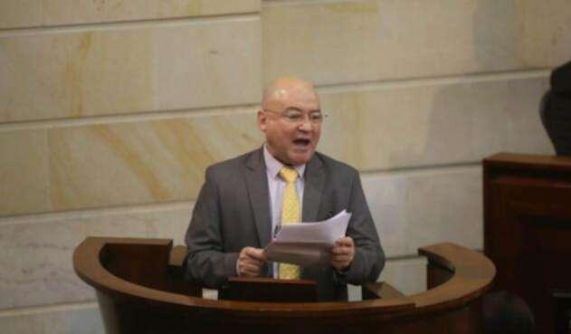 Carlos Antonio Lozada se posesionó como congresista tras dejar las armas