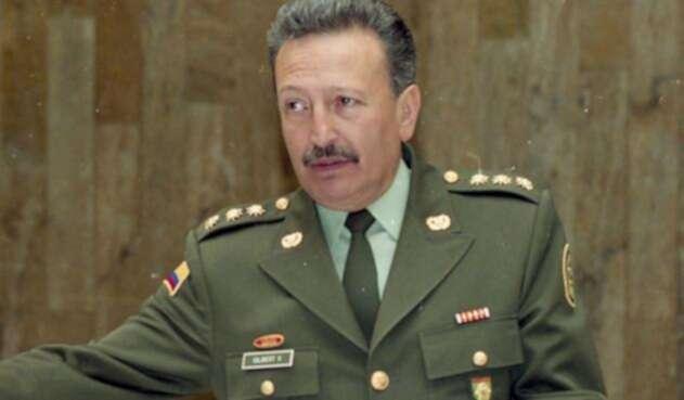 Luis Ernesto Gilibert Vargas, general retirado de la Policía Nacional, de la cual fue director en 2000-2002, a la que perteneció cuarenta años