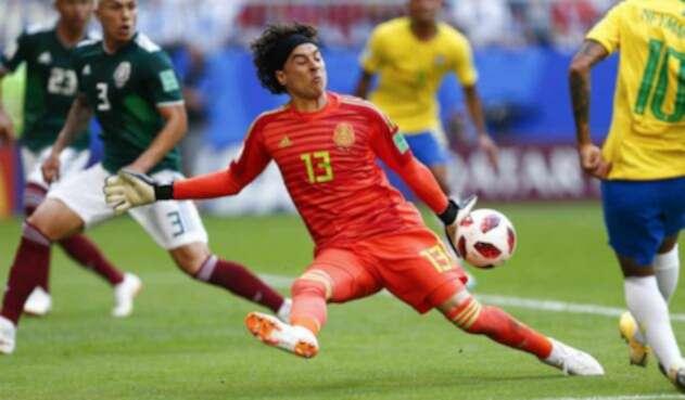 Guillermo Ochoa con la Selecciónn de México ante Brasil en Rusia 2018