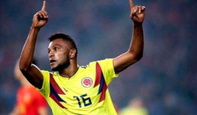 Miguel Ángel Borja celebrando un gol con Colombia