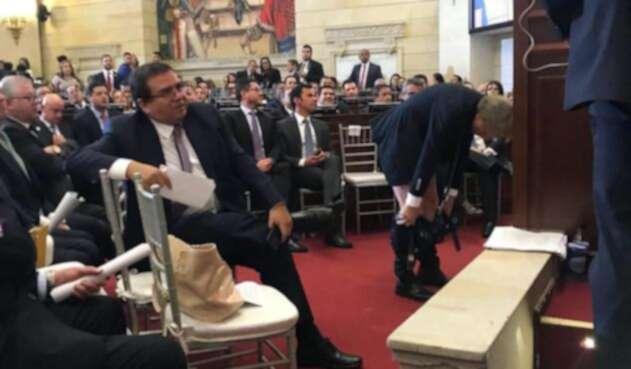 Mockus se bajó los pantalones en el Congreso