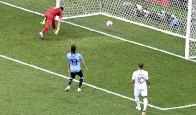 Muslera, señalado tras enorme error en el Uruguay vs Francia