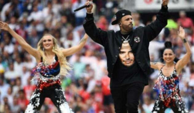 Nicky Jam llevó a J Balvin en su camiseta durante el cierre del Mundial de Rusia