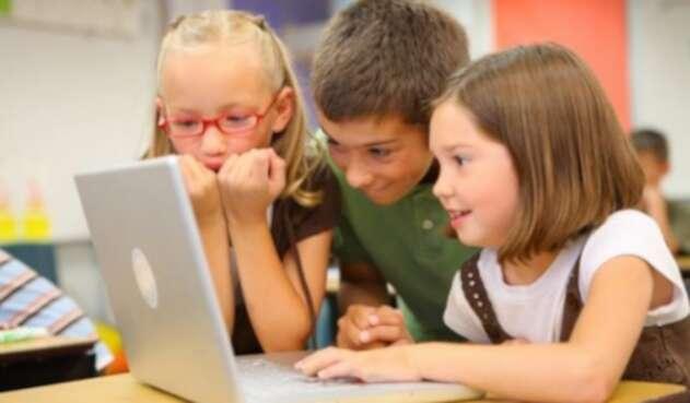 Niños en computador