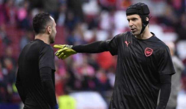 David Ospina y Petr Cech, porteros del Arsenal