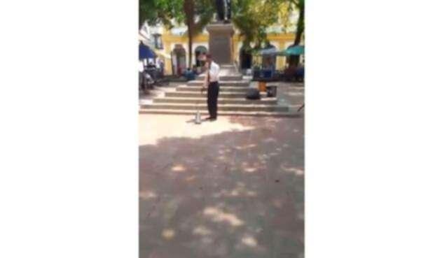 Pastor destruye estatuilla de la Virgen del Carmen