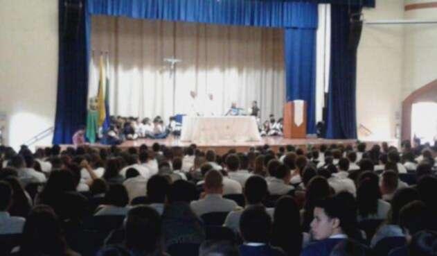 Misa en el colegio San Ignacio por el asesinato de un docente.