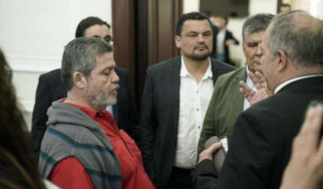 Reunión entre la bancada de la Cámara de Representantes de Farc en el Congreso y el presidente de esa corporación Carlos Chacón.