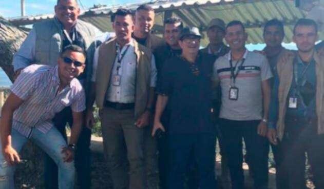 Rodrigo Londoño y la imagen con la que acompañó su denuncia sobre su esquema de seguridad
