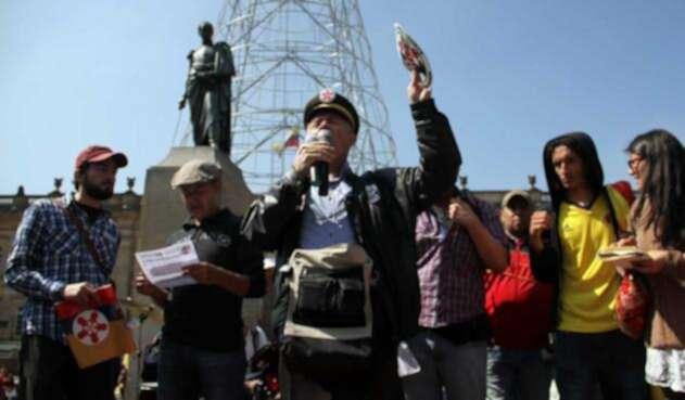 Sindicalista protestando