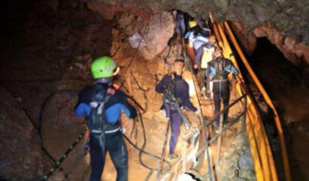 La operación de rescate logró salvar a los niños atrapados en la cueva