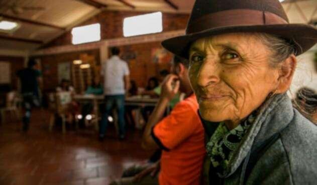 Una habitante de Tasco (Boyacá) votando en la jornada de revocatoria de Nelson Javier García Castellanos