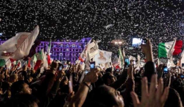 Seguidores de López Obrador celebrando su triunfo