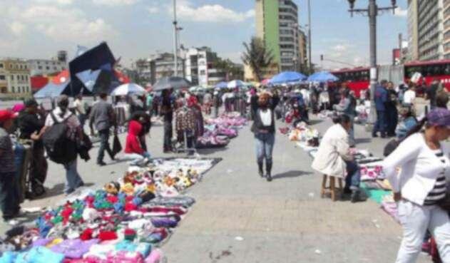 Los vendedores ambulantes se han tomado varias estaciones y portales de Transmilenio