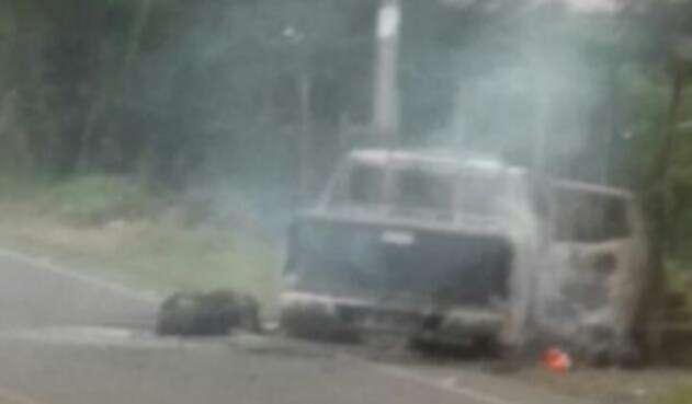 Vehículo incinerado con agentes del CTI adentro