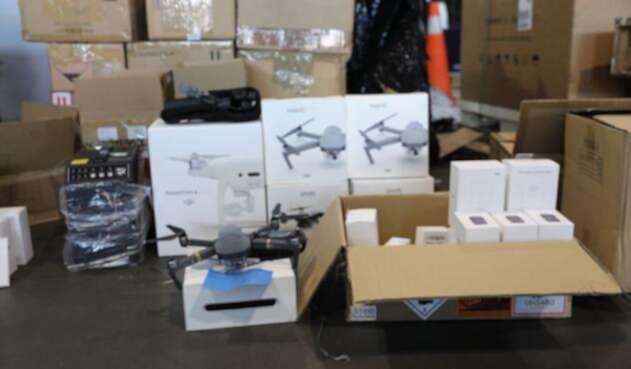 En el Aeropuerto El Dorado la Dian incautó 3 toneladas de mercancía de contrabando.