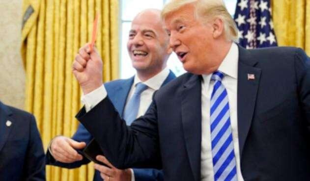 Donald Trump junto a Gianni Infantino.