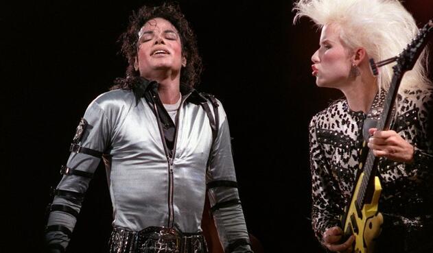 Michael Jackson en un concierto en Parc des Princes en París (1988)