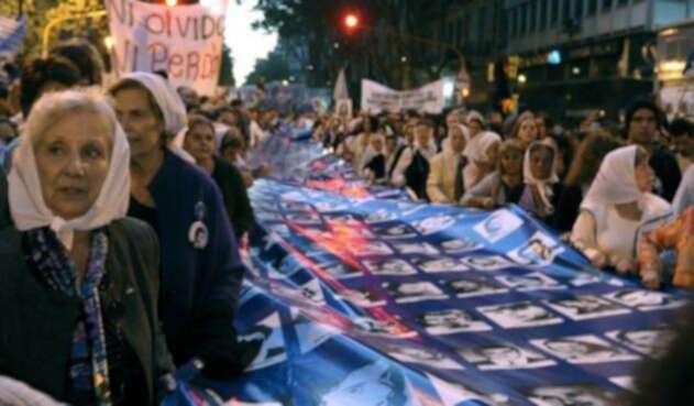 Abuelas de Plaza de Mayo.