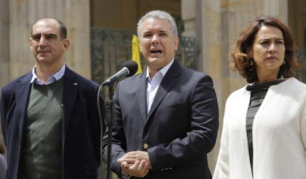 Presidente Iván Duque, la Ministra del Interior y el Sec. General de Presidencia