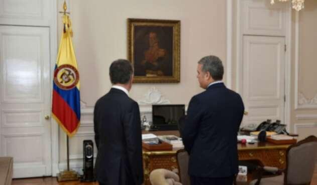Juan Manuel Santos e Iván Duque tienen visiones distintas sobre las fumigaciones con glifosato.