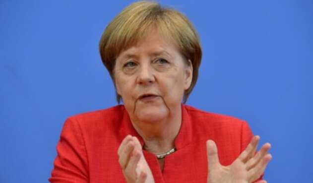 Angela Merkel alienta al nuevo mandatario de Colombia a seguir con el proceso de paz