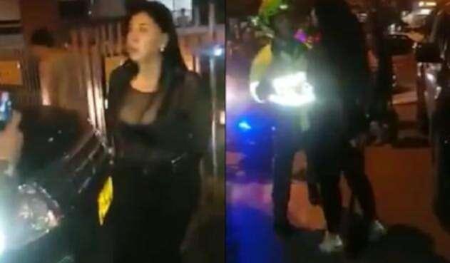 Mujer agrede a policías
