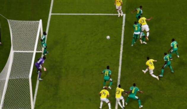 El momento del gol de Yerry Mina en el Colombia vs Sengal de Rusia 2018, el 28 de junio en el Estadio Samara Arena