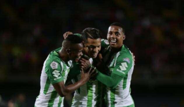 Yerson Candelo, Dayro Moreno y Stiven Lucumí de Atlético Nacional