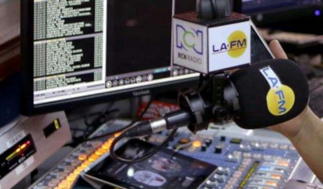 Consola LA FM