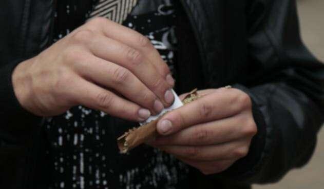La marihuana es la sustancia más consumida por la población escolar en Colombia con una cifra del 7%, siendo el promedio de edad de inicio los 14 años.