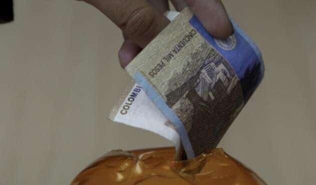 Estas entidades hacen que la gente deposite una suma de dinero con la promesa de aprobar un préstamo.