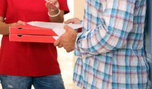 Repartidor entrega domicilio