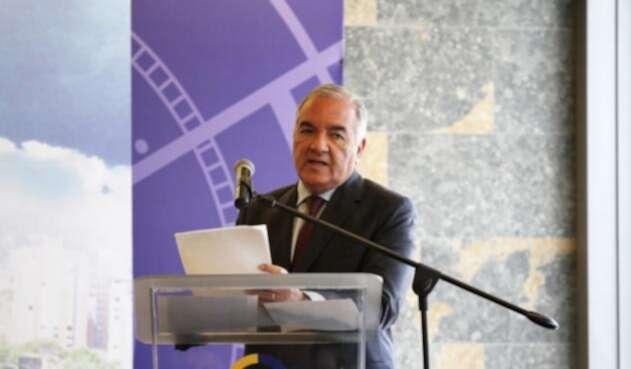 Edgardo Maya Villazón, contralor saliente