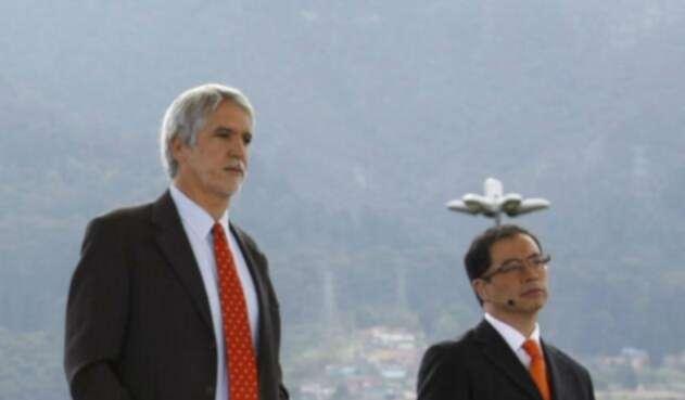 Enrique Peñalosa y Gustavo Petro, en constantes enfrentamientos