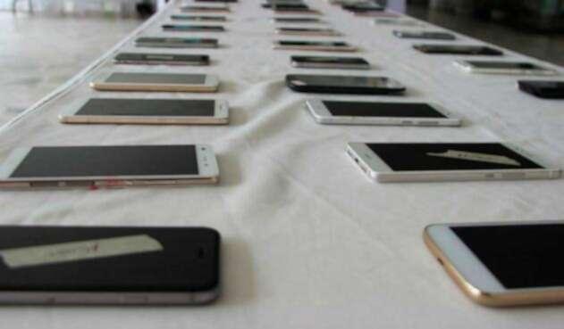 Entrega de celulares robados en Bogotá
