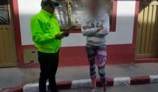 Una de las mujeres detenidas por el Gaula de la Policía en Bogotá