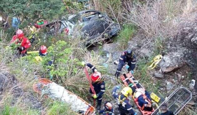Un vehículo cayó a un abismo en la vía Yumbo – La Cumbre
