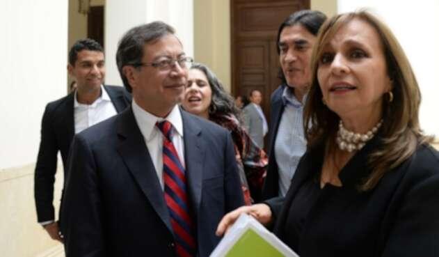 Gustavo Petro y Ángela María Robledo, en el Congreso