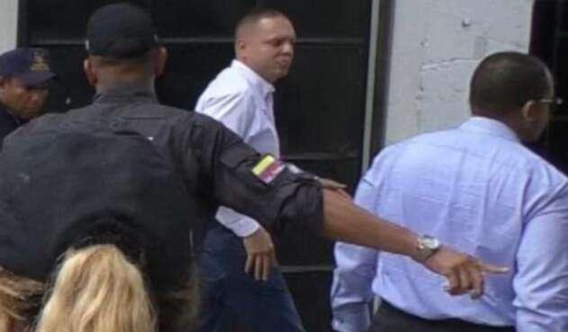 Alcalde de Ciénaga ingresando a la sede de la Fiscalía en Santa Marta