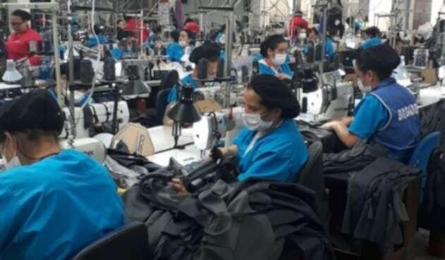 Empresas podrán deducir el impuesto del 4x1.000 en declaración de renta