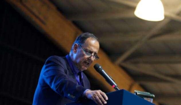 Juan Camilo Restrepo cuestiona voluntad de paz del ELN