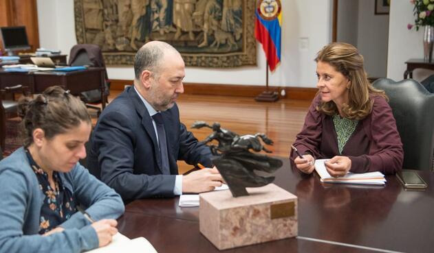 Marta Lucía Ramírez y elembajador de Israel en Colombia,MarcoSermoneta