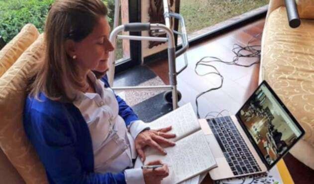 Marta Lucía Ramírez trabajando desde su hogar