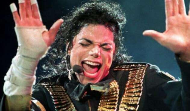 Michael Jackson durante una presentación en Singapore de 1993 (Dangerous Tour)