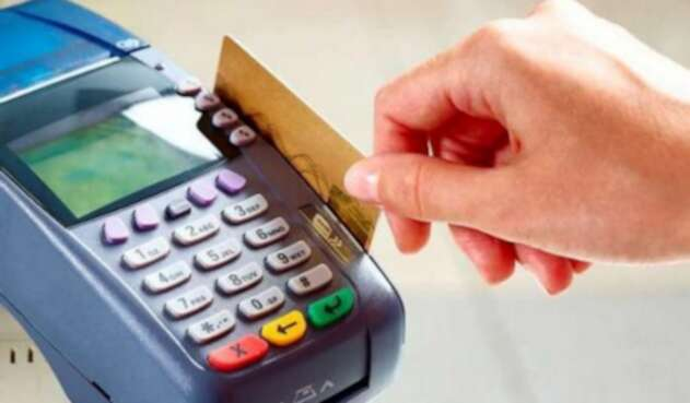 Colombianos se están colgando con el pago de su tarjeta de crédito