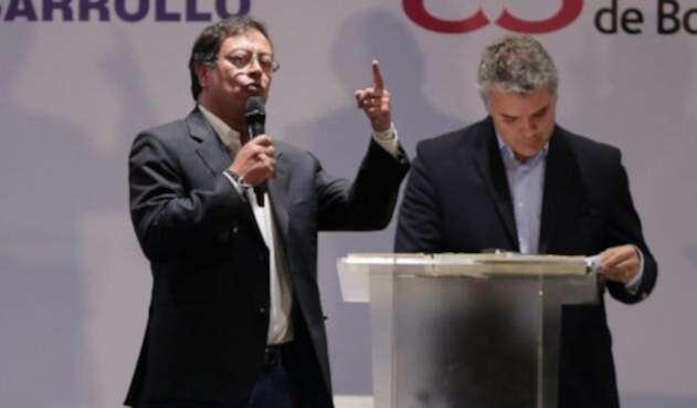 Gustavo Petro e Iván Duque debatiendo en Bogotá, el 24 de abril de 2018