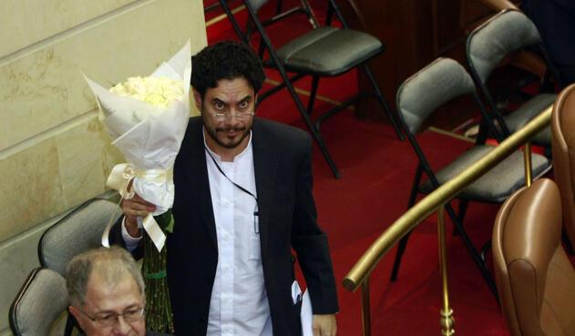 Iván Cepeda Castro, hijo de Manuel Cepeda, en uno de los homenajes que se le han rendido